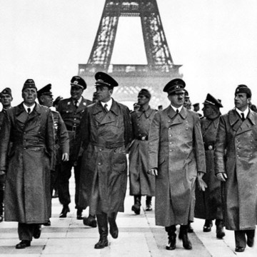 Hitlers-triumphant-tour-of-Paris-1940-1-696x464