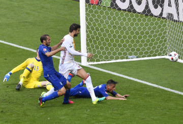 Il momento del gol di Chiellini (PHILIPPE LOPEZ/AFP/Getty Images)