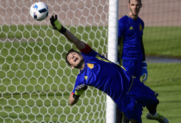 Spain's goalkeeper Iker Casillas takes part in a  training session in Saint-Martin-de-Re, on June 24, 2016,  ahead of their Euro 2016 round of 16 football match against Italy. / AFP / PIERRE-PHILIPPE MARCOU        (Photo credit should read PIERRE-PHILIPPE MARCOU/AFP/Getty Images)