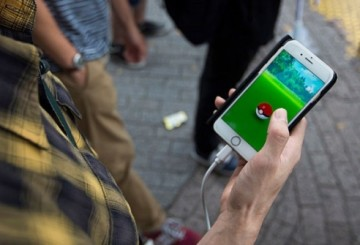 TOKYO, JAPAN - JULY 22:  A man plays Pokemon Go game on a smartphone as he wait to cross a road on July 22, 2016 in Tokyo, Japan. The Japanese version of the game app Pokemon Go was released on July 22, 2016. Japan McDonalds' 3,000 restaurants in Japan will be turned into Pokemon gyms in collaboration with the fast-food chain.  (Photo by Tomohiro Ohsumi/Getty Images)